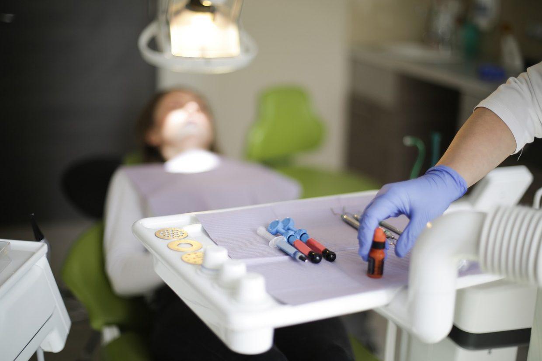 Uso de la técnica de empaste en una clínica dental en Madrid